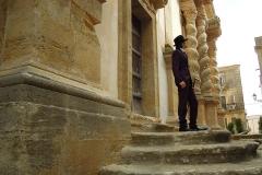 Alessandro Serra con i suoi monumenti